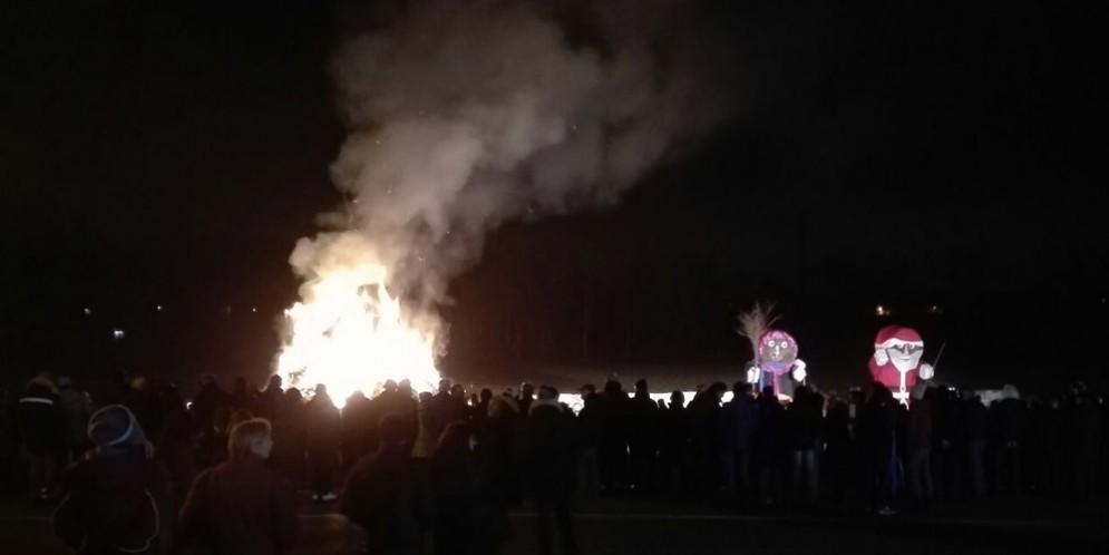 Basaldella - Pignarûl: i fuochi epifanici del Friuli bruciano e salutano l'anno nuovo!