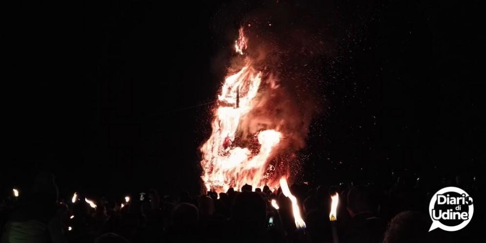 Tarcento - Pignarûl: i fuochi epifanici del Friuli bruciano e salutano l'anno nuovo!