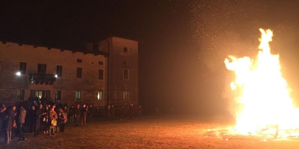 Susans - Pignarûl: i fuochi epifanici del Friuli bruciano e salutano l'anno nuovo!