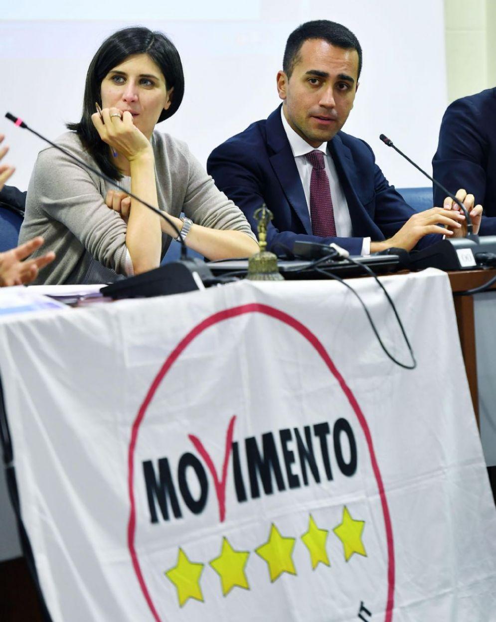 La sindaca di Torino Chiara Appendino accanto al candidato premier del Movimento 5 Stelle, Luigi Di Maio