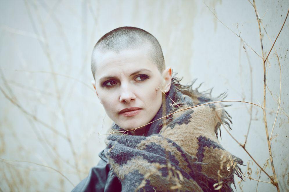 Si rasa i capelli per donarli ai bambini malato di cancro. [Foto rappresentativa]
