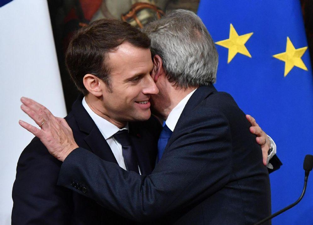 Il presidente francese Emmanuel Macron con il premier italiano Paolo Gentiloni nell'incontro bilaterale a Roma