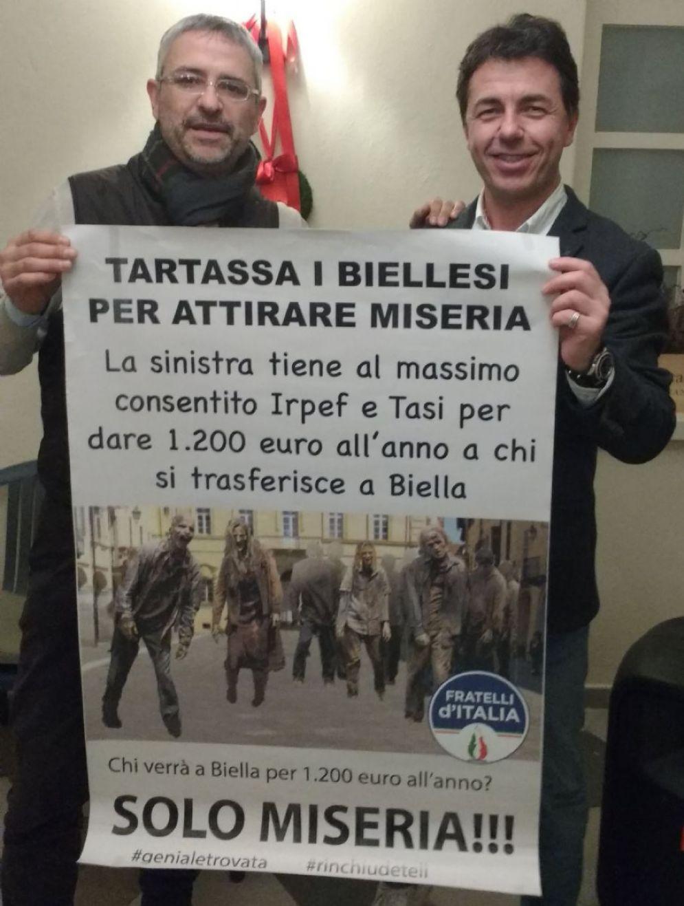 Uno dei manifesti, sostenuto da Daniele Camatel e Walter Garizio