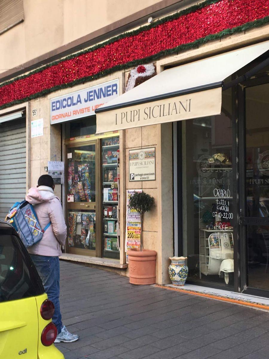 Roma: alcuni degli immigrati all'esterno dei negozi nel quartiere Monteverde