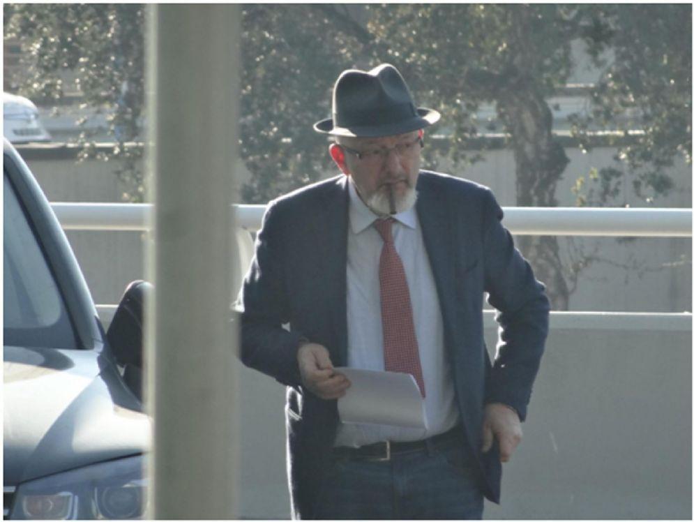 """Tiziano Renzi prima dell'incontro con una persona """"non identificata"""" a Fiumicino in una immagine contenuta negli atti dell'inchiesta Consip"""