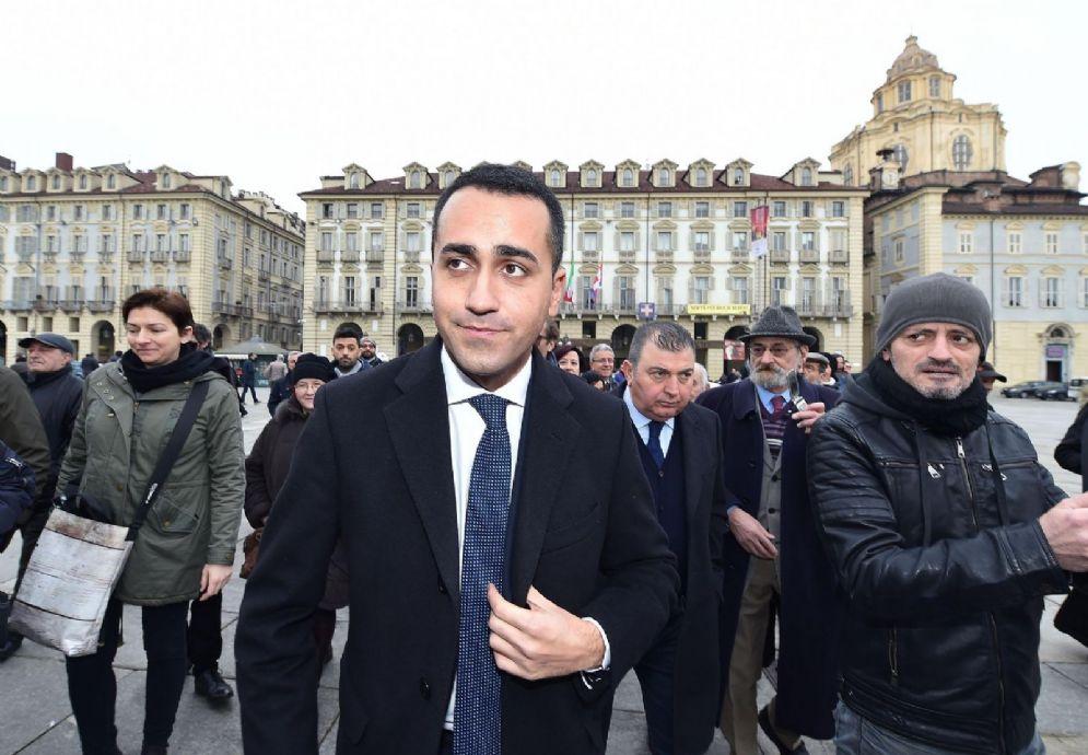 Il candidato premier M5s Luigi Di Maio durante l'incontro per la restituzione degli stipendi dei consiglieri regionali a Torino