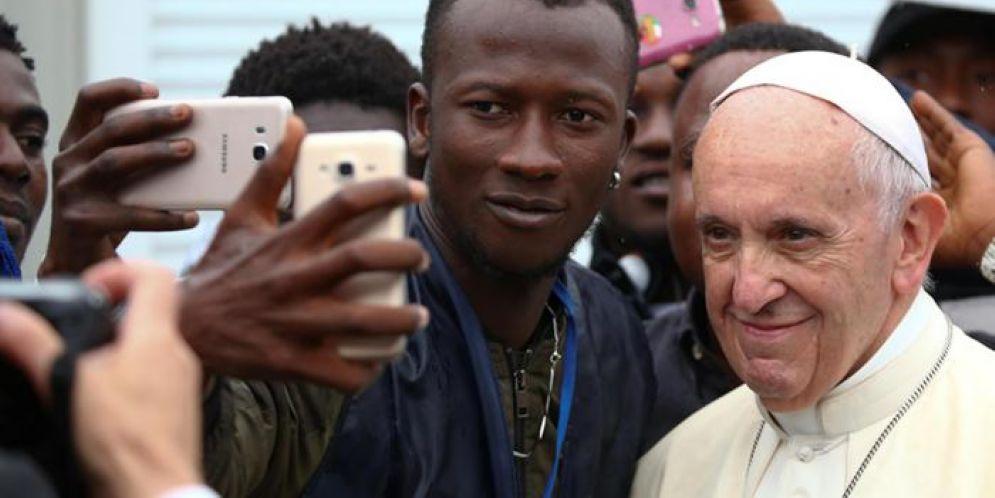 Papa Francesco: «La paura di accogliere i migranti è legittima, ma non condizioni le scelte»