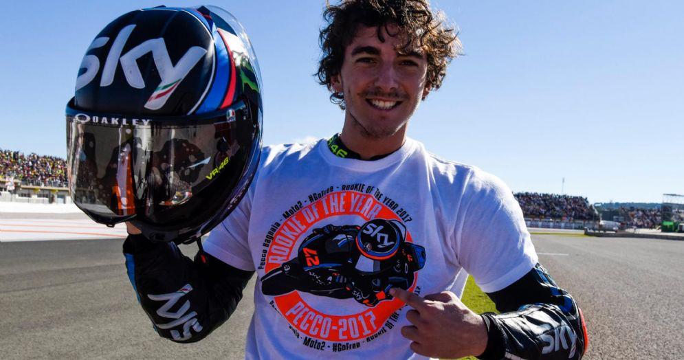 Pecco Bagnaia festeggia il titolo di debuttante dell'anno in Moto2 nel 2017