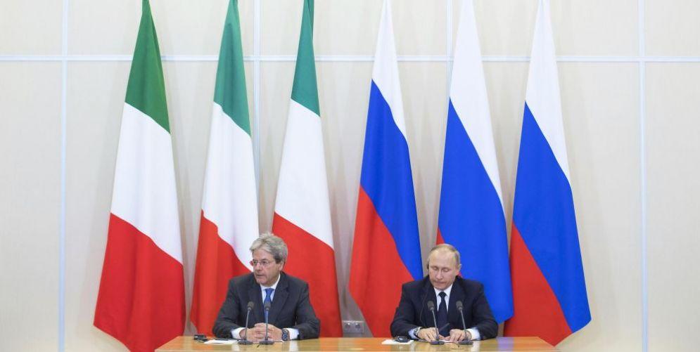 Il premier italiano Paolo Gentiloni e il presidente russo Vladimir Putin a Sochi lo scorso maggio.