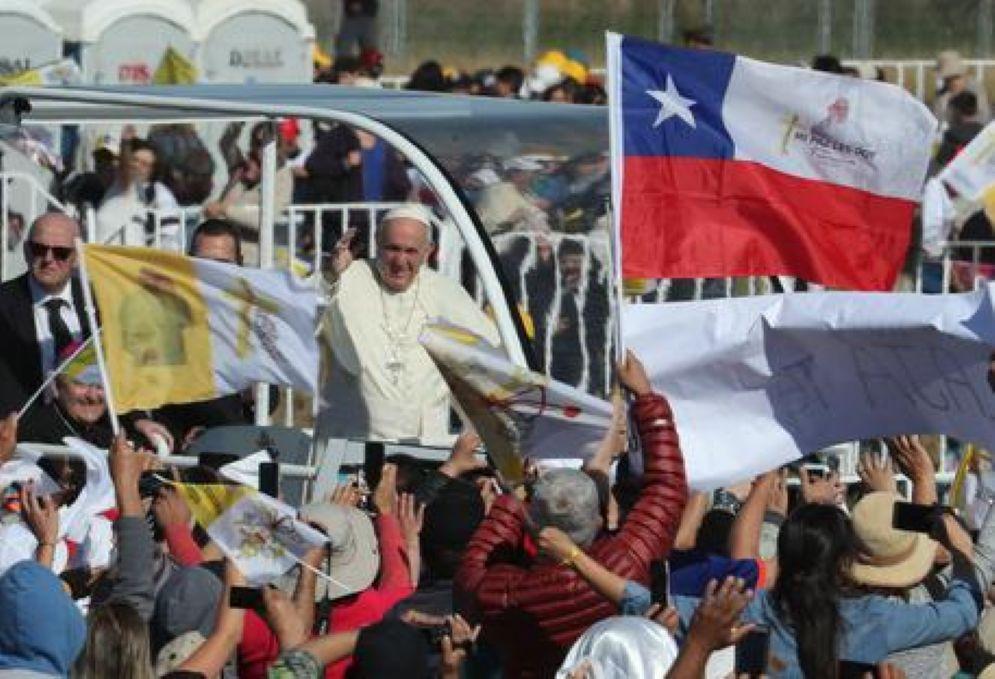 Papa Francesco in Cile, al termine della messa a Temuco davanti ai popoli indigeni