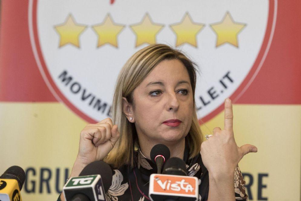Roberta Lombardi insieme al gruppo dei consiglieri regionali del Movimento 5Stelle all'interno della regione Lazio durante una conferenza stampa, 18 gennaio 2018 a Roma. ANSA/MASSIMO PERCOSSI