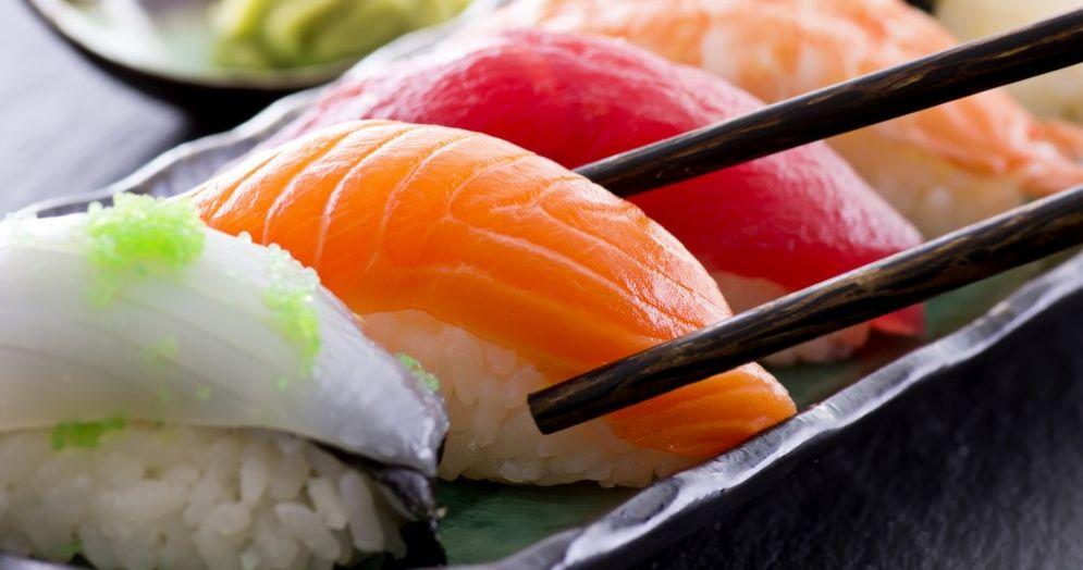 Tenia di 1,6 metri dopo aver mangiato sushi