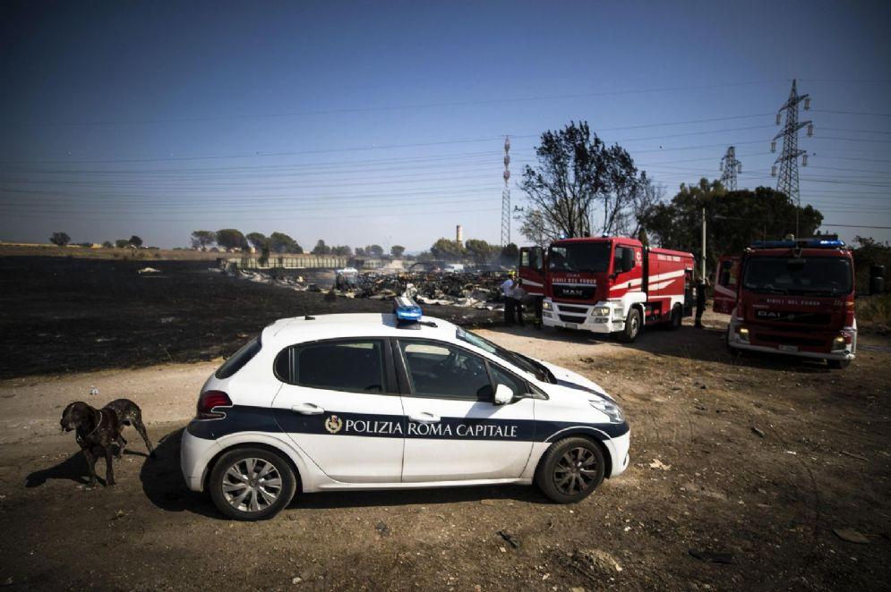 Un incendio era divampato presso il campo rom di Via Salviati, lo scorso luglio. ANSA/ANGELO CARCONI
