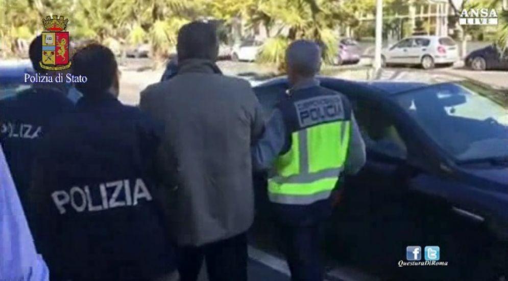 Un fermo immagine dell'arresto di Fausto Pellegrinetti, boss della nuova banda della Magliana