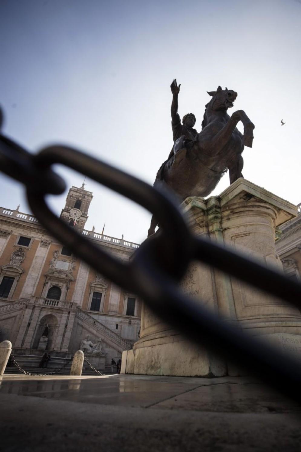 La statua del Marco Aurelio in piazza del Campidoglio, Roma, 18 ottobre 2017. ANSA/ANGELO CARCONI