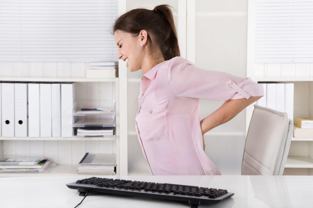 Mal di schiena e mal di testa, 8 impiegati su 10 soffrono di disturbi da ufficio