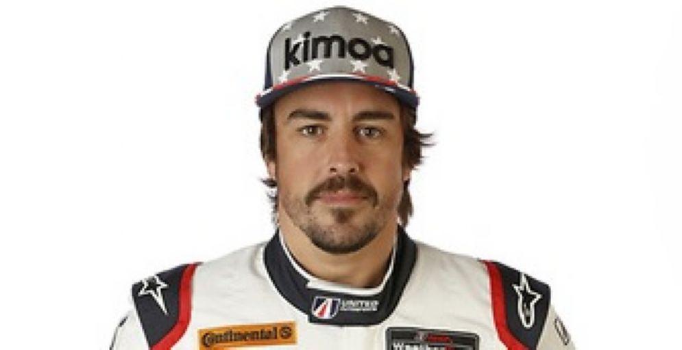 Fernando Alonso con la tuta del team United Autosports con cui correrà la 24 Ore di Daytona