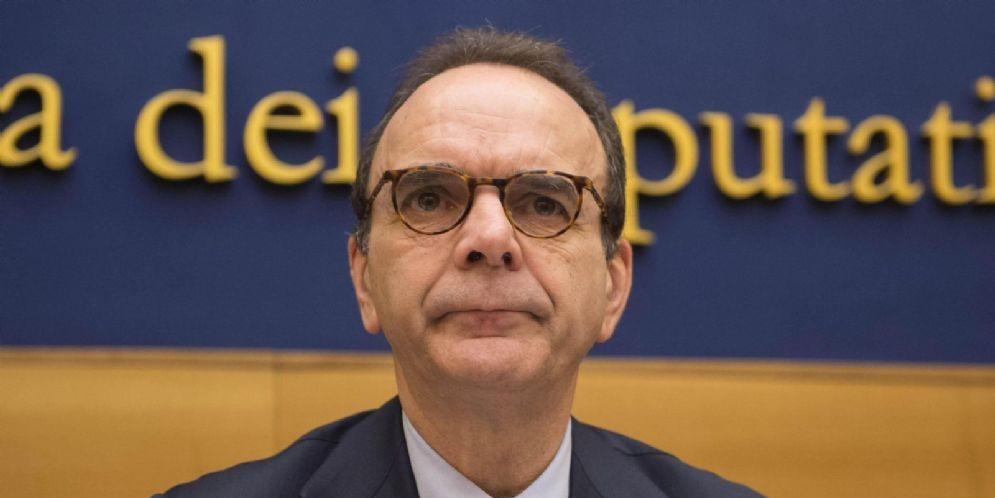 Stefano Parisi durante la conferenza stampa di presentazione della proposta di legge sulla sfiducia costruttiva alla Camera dei Deputati, Roma, 2 marzo 2017.