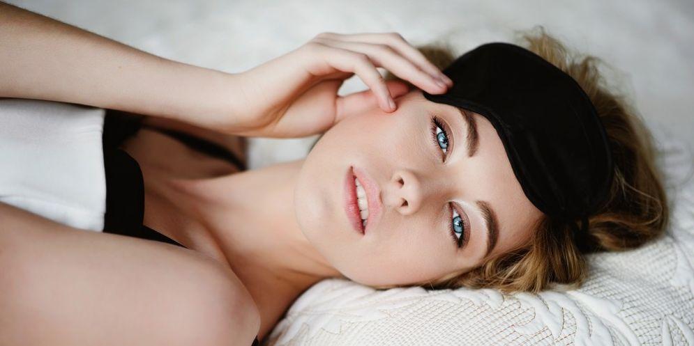 3 cose (curiose) che ti aiuteranno a dormire meglio di notte
