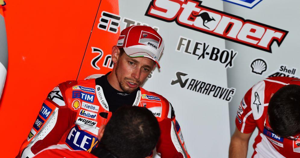 Casey Stoner nei box della Ducati