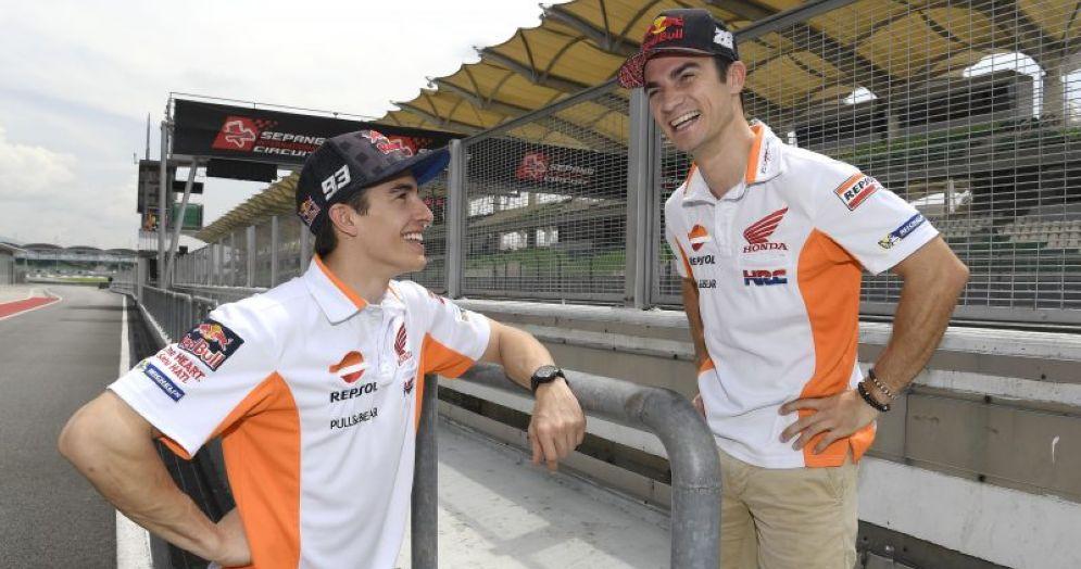 I due piloti ufficiali Honda, Dani Pedrosa e Marc Marquez, sul muretto box di Sepang