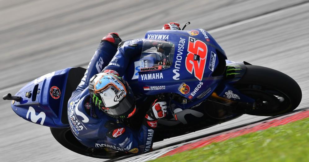 Maverick Vinales in sella alla sua Yamaha nei test di Sepang