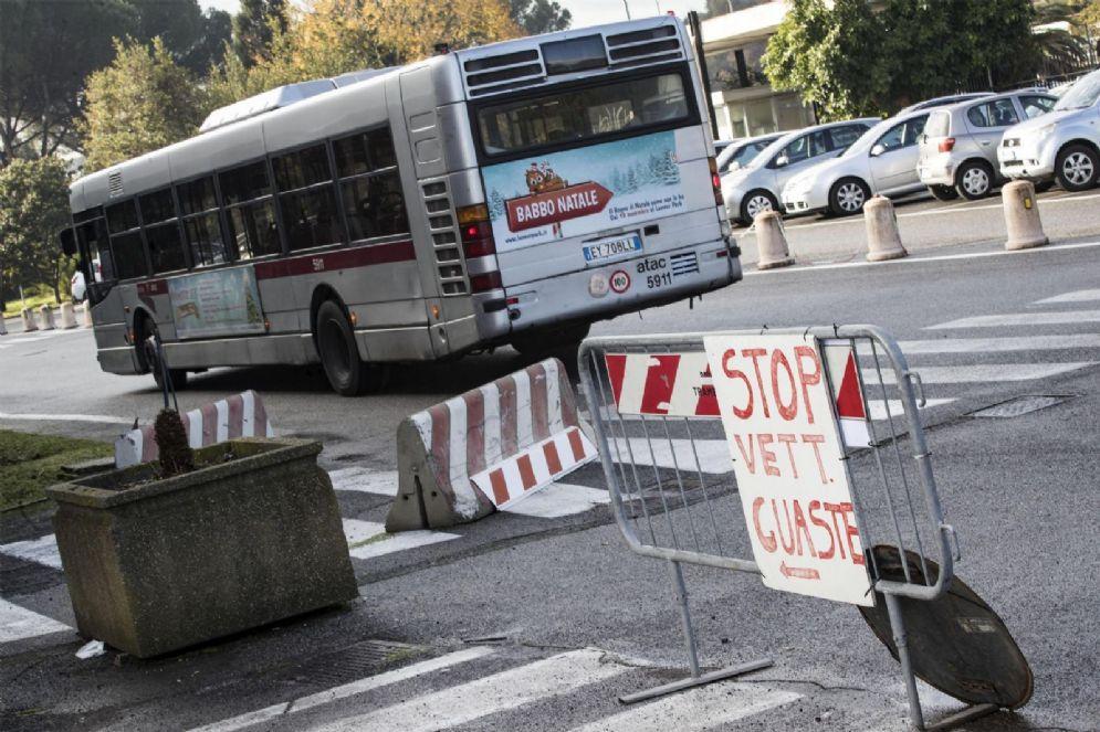 Mezzi ATAC dismessi all'interno del deposito in via della Stazione di Grottarossa