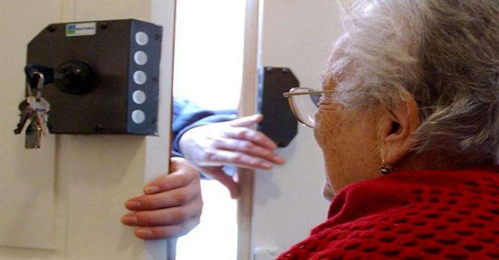 Truffata un'anziana in via Monbasiglio