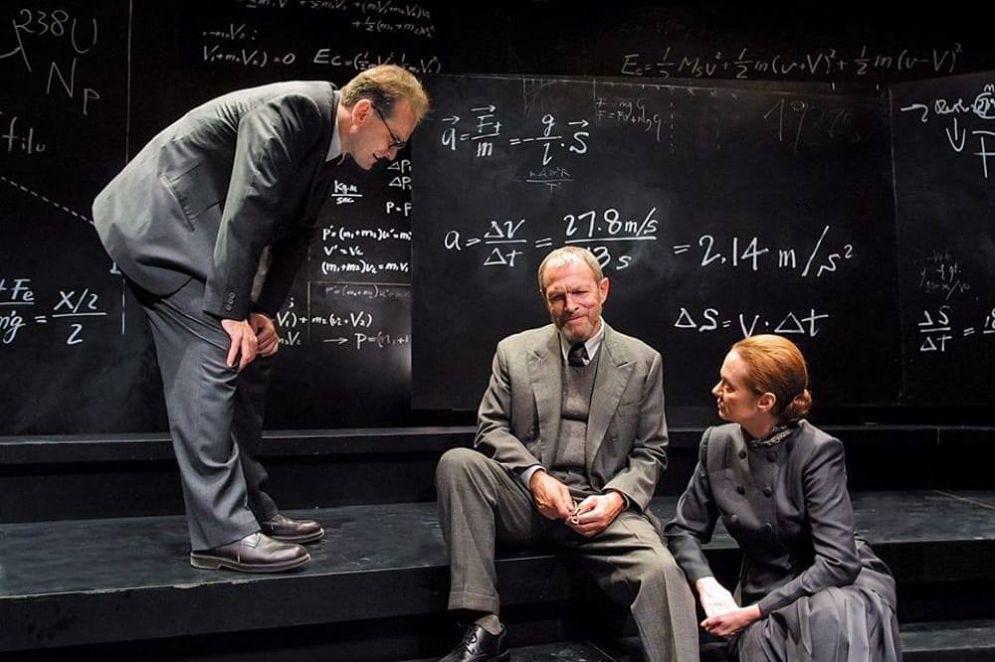 Umberto Orsini (al centro) durate una rappresentazione