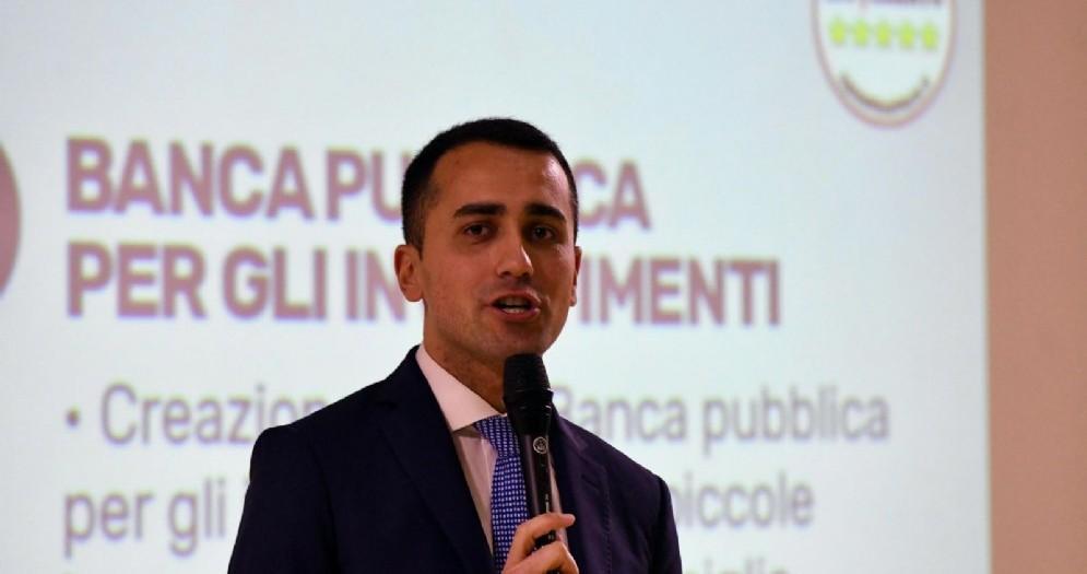 Il candidato premier M5S, Luigi Di Maio, al panel di chiusura del Villaggio Rousseau di Pescara, 21 gennaio 2018.