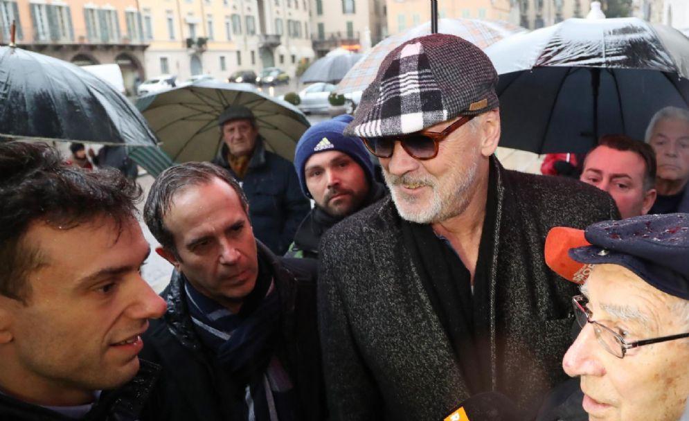 Tacconi (con il berretto) e accanto a lui (in basso a destra nella foto) l'ex vice di Vicini, Sergio Brighenti