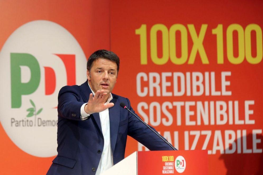 Il segretario del Pd, Matteo Renzi, durante la presentazione del programma elettorale del partito nella sede dell'Opificio Golinelli, Bologna