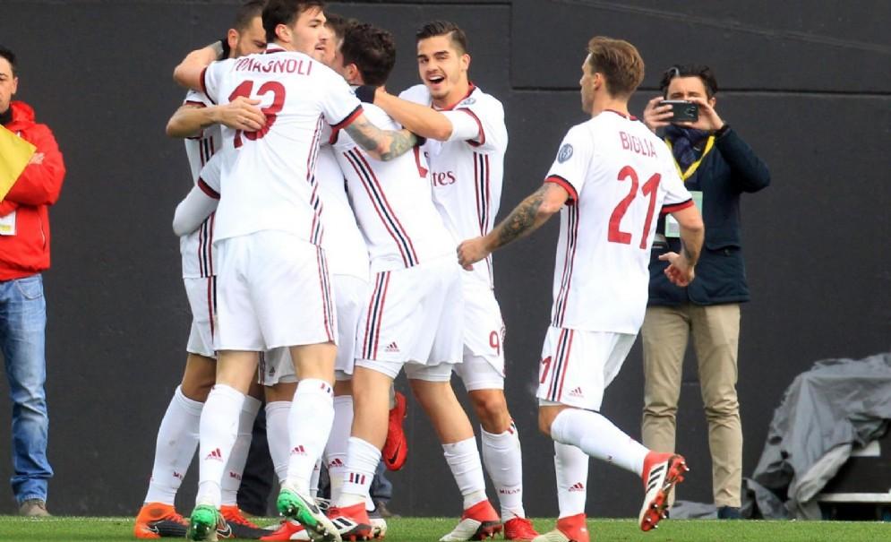 L'esultanza rossonera dopo il gran gol di Suso