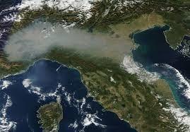 Lo smog nella pianura Padana, ripreso dal satellite