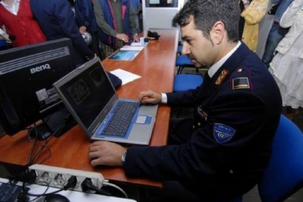 Agenti della Polizia postale