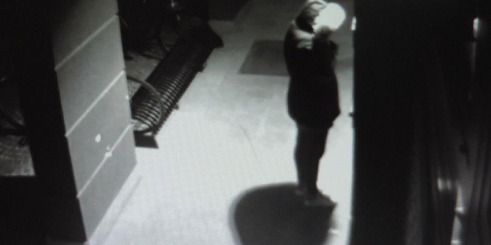 Nipote 'ripulisce' il nonno rubandogli il Banco Posta: denunciato