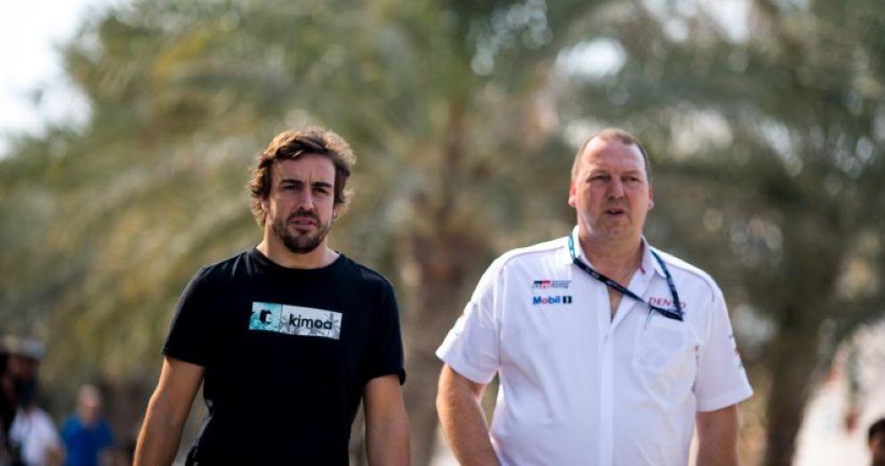 Fernando Alonso nel paddock dei test del Mondiale Endurance