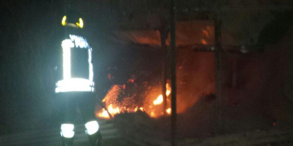 Verzegnis: casa va a fuoco nella notte