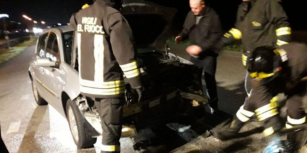 Scontro tra due auto sulla Tresemane: ferite due donne