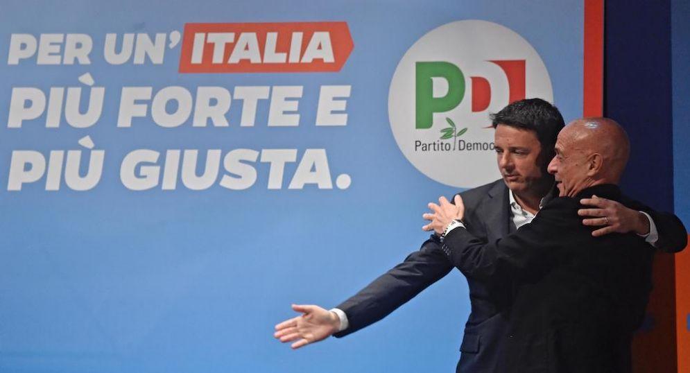 Il ministro dell'Interno Marco Minniti con il segretario Pd Matteo Renzi.