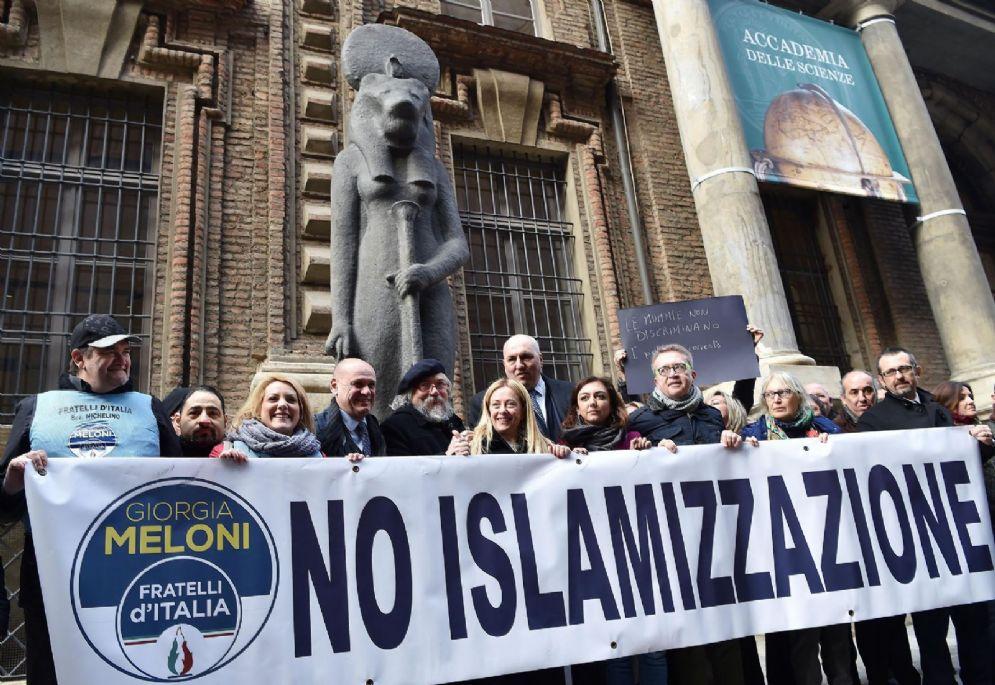 Giorgia Meloni leader di FDI dutante la conferenza stampa di presentazione dei candidati davanti al Museo Egizio, Torino, 9 febbraio 2018