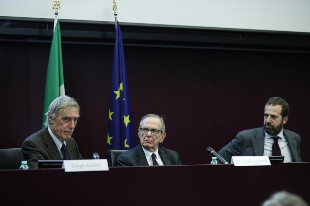 Il presidente dell'Istat Giorgio Alleva e il ministro dell'Economia Pier Carlo Padoan