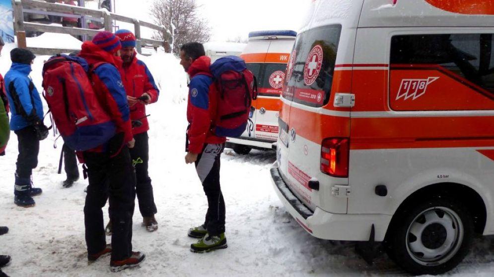 Travolti da un lastrone di neve e ghiaccio sulle pendici del monte Polinik