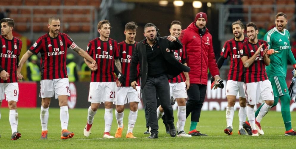 La gioia di Gattuso e dei calciatori del Milan dopo la vittoria sulla Samp
