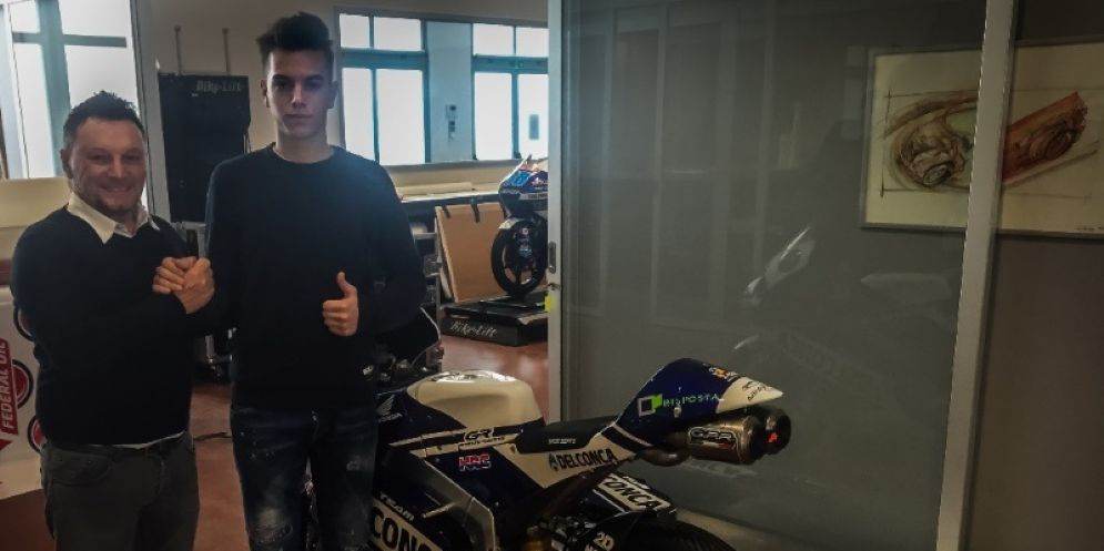 Fausto Gresini con uno dei suoi giovani talenti nel Campionato italiano velocità