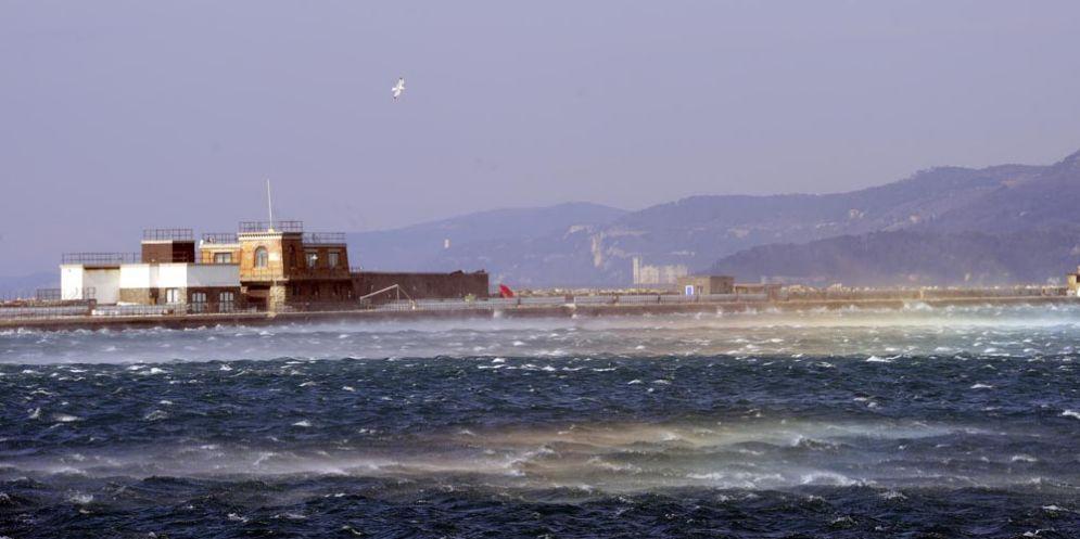 Trieste nella morsa del gelo: la Bora non dà tregua