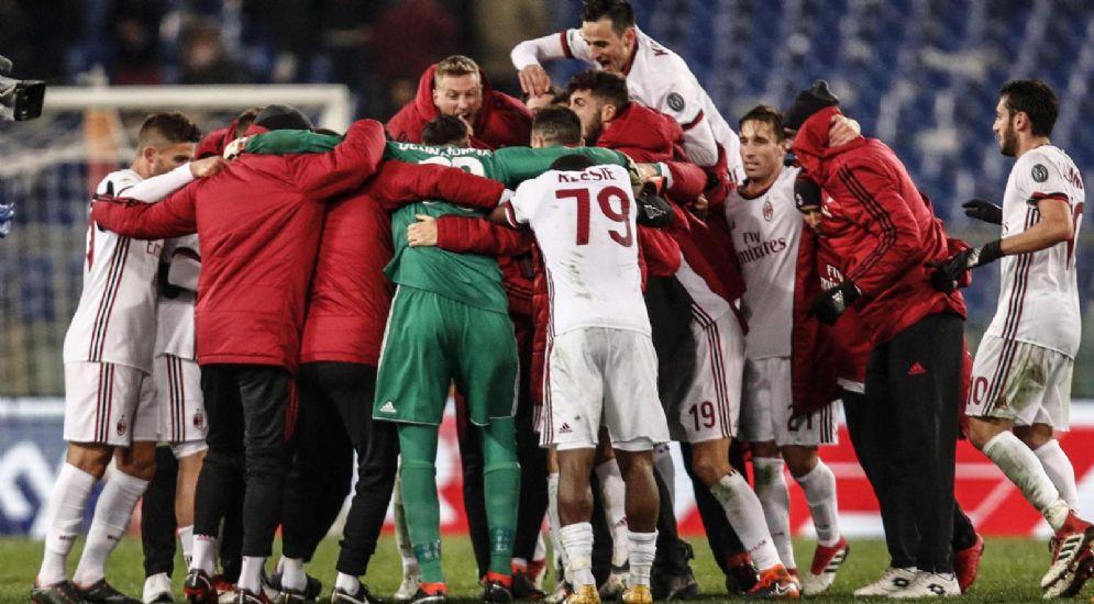 La pazza gioia dei rossoneri dopo la vittoria contro la Roma