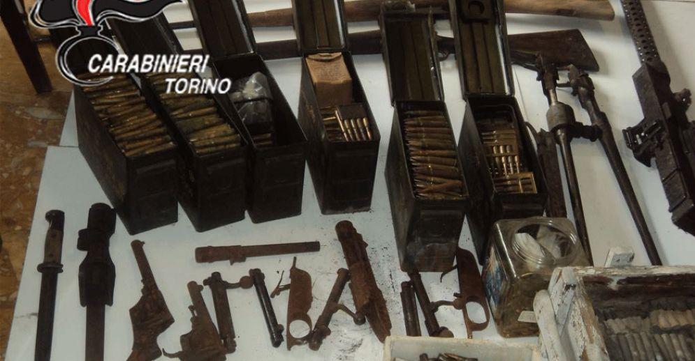 L'arsenale di armi ritrovato dai carabinieri