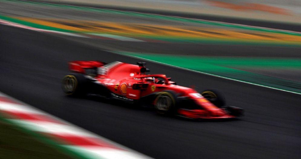 Sebastian Vettel in pista con la Ferrari nella seconda giornata di test a Barcellona