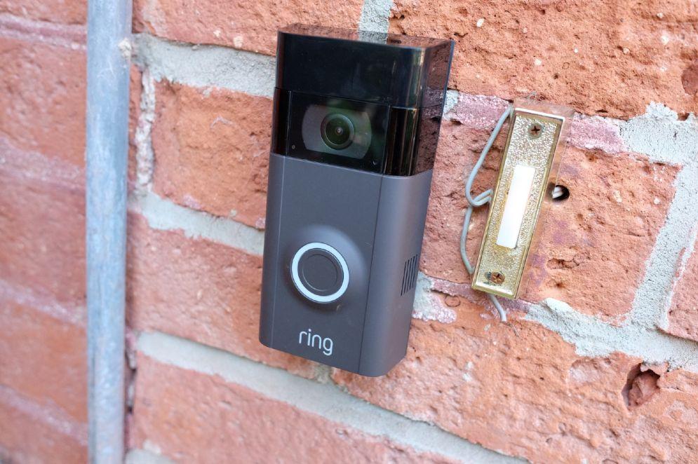 Perchè Amazon ha comprato Ring, l'azienda che ti dice chi suona alla porta